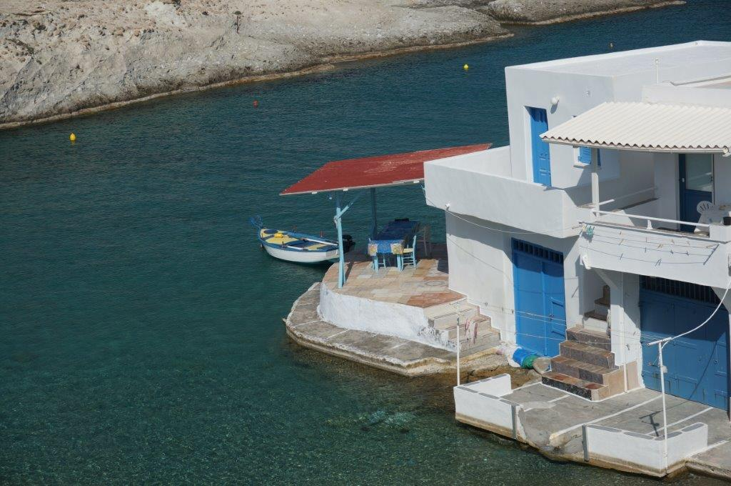 seafront-house-in-milos-greece