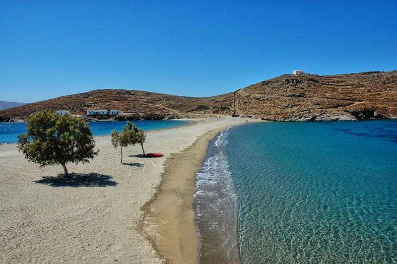 Kythnos - land separating sea