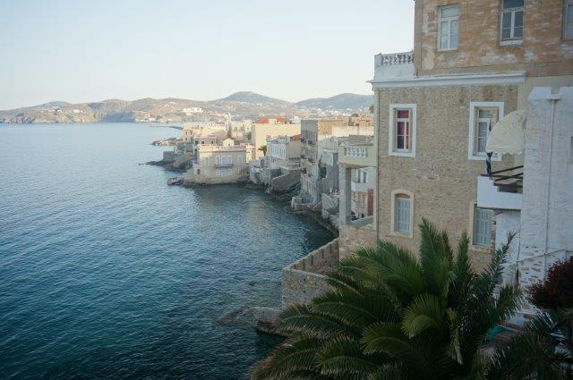 Houses and Villas by the sea in Syros