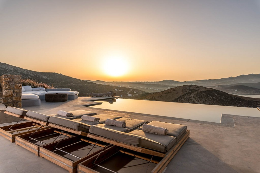 Mykonos Luxury Villa in Ftelia