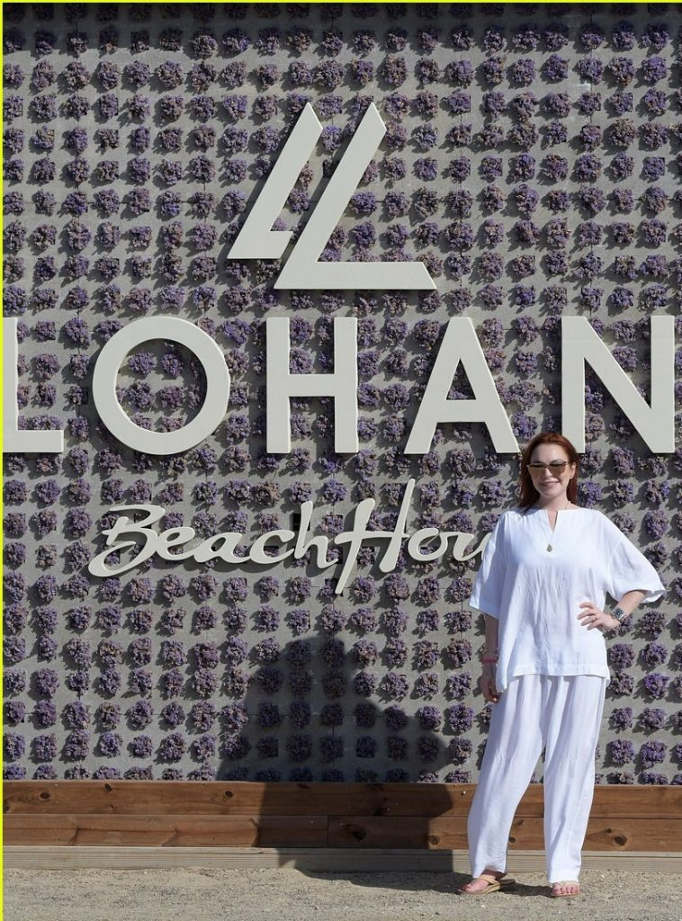 Lindsay Lohan beach bar in Mykonos